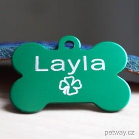 Zelená tagiska ve tvaru kostičky s gravírováním jména, telefonu či adresy na přání