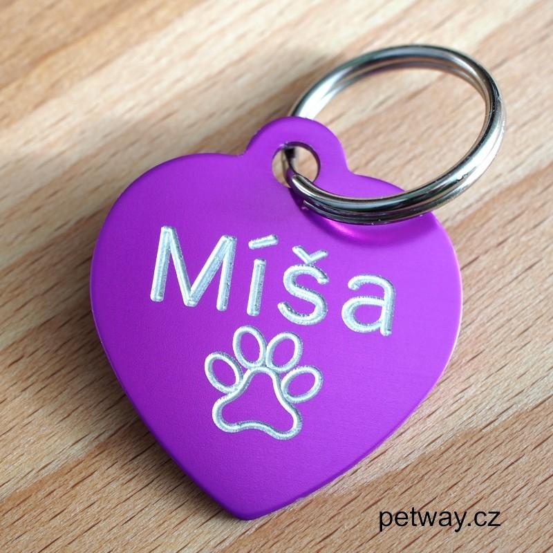 Fialová psí známka ve tvaru srdíčka se jménem a telefonem Vám může zachránit Vašeho mazlíčka