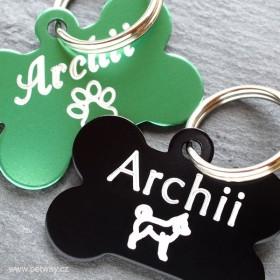 Eloxované psí známky kostičky v černé a zelené barvě s rytím jména a telefonu