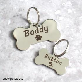 Valkéá a malá nerezová známka pro psa ve tvaru kostičky a s gravírováním na míru